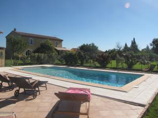 Large house in Arles, 10 p, pool, big garden...