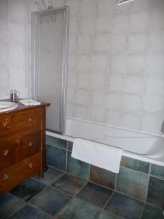 salle de bain -accès fauteuil roulant-