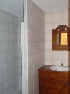 salle de douche privative à la chambre 3