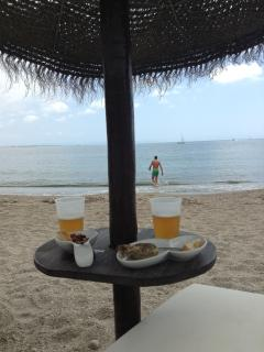 posh chiringuito on Aguadulce beach- beer and tapas at the loungers