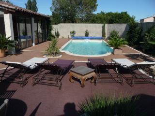 maison en provence et piscine