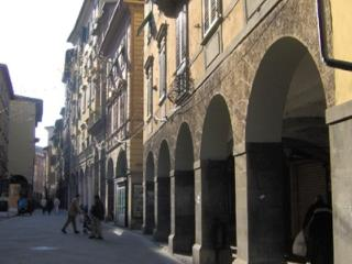 Elegant apartment in old tower house in central Pisa, 3 bedrooms, sleeps 7
