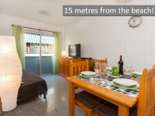 (2) NEW: 15 metres from beach!