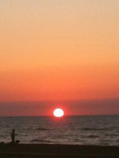 un tramonto suggestivo fa da cornice ad una vacanza romantica!