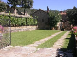 Col di leccio, beautiful panoramic stone cottage, Cortona