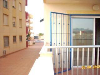 La terraza de nuestro apartamento. Puede ver la piscina comunitaria en la parte posterior de la foto