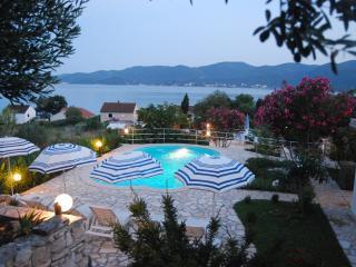 4 bed villa (10) w. sw. pool, Viganj