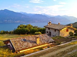 Rustico del '700 affacciato sul Lago di Garda
