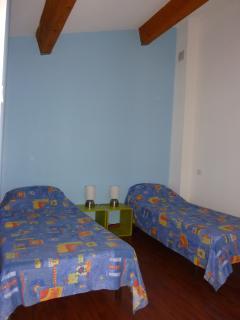 Chambre enfants avec 2 lits de 80 cm