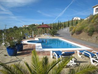 Top rated Andalucian villa, seaviews, private pool, Torre del Mar