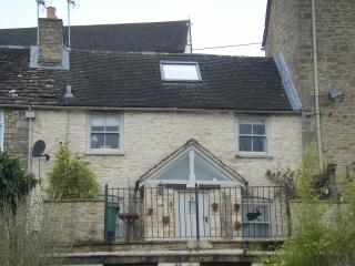 "Field View, Tetbury, Cotswolds GL8 8DP.  ""Speciality Lodgings"""