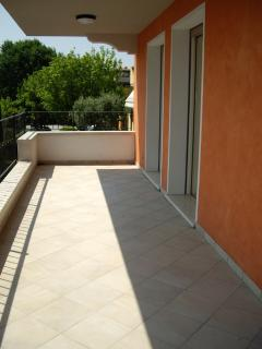 The large private terrace of 25 square meters, equipped with dining table