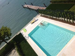 Lakefront residence with pool, Sirmione