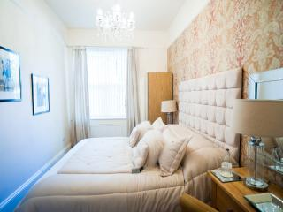 Newmarket Boutique Apts ~ Luxury 1 bed Apartment