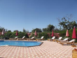 Maison Augros, Comfortable restored farmhouse with shared heated pool