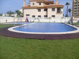 BONITO APARTAMENTO con piscina  a 50 m de la playa
