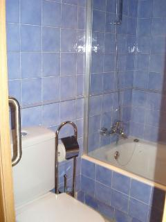 Baño completo en suite del dormitorio principal