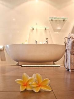 Villa Boleh; Family bathroom 1°