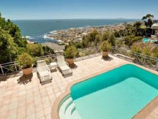 Spacious Bantry Bay Villa - 58 de Wet