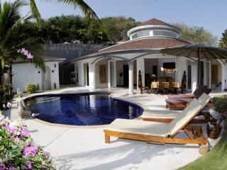 Luxurious Villa Orchid with private pool and maid, Nai Thon
