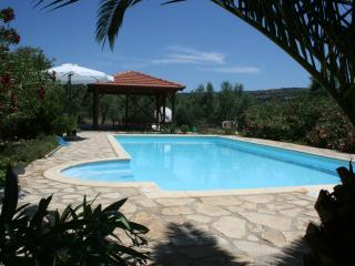Peaceful situation, large 10m by 4.5m southfacing pool, 400 m to 3 tavernas