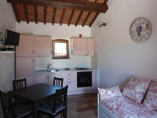 Aria Toscana Farm - Apartments with private garden, Campiglia Marittima