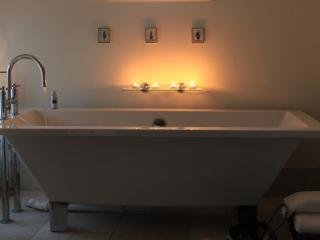 Feature bath, wonderfully relaxing.