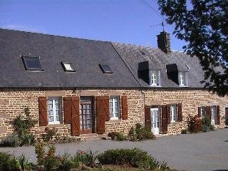 Brittany / Normandy Cottages with heated pool, Saint-Georges-de-Reintembault