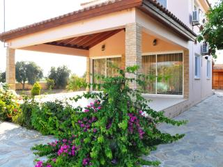Village villa for 7 near sea, Mazotos