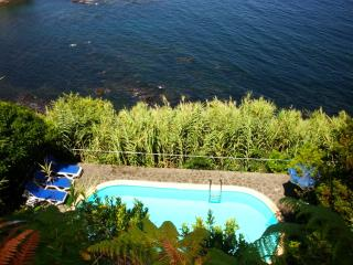 Azores villa with Pool, Algarvia