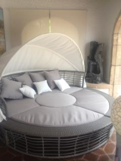 Sunbed with canopy converts to sofa, 2 bench chairs and table