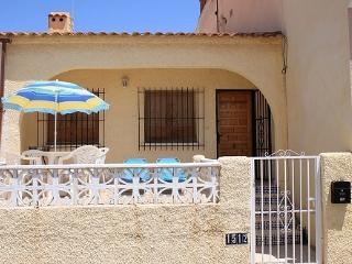 Compact 1 Bedroom House with WIFI - Costa Blanca, La Marina