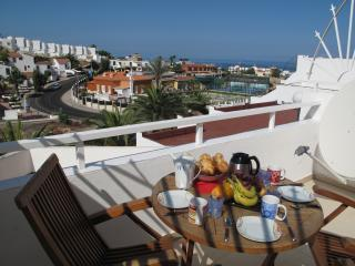 COZY & AMAZING SEA VIEW FLAT - WITH WIFI & A/C, Costa Adeje