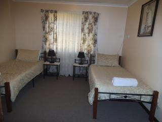 Middle bedroom 2 x single beds
