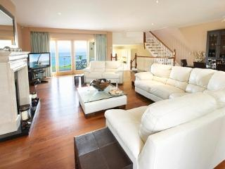 Open plan sitting area overlooking Ballinskelligs  Bay