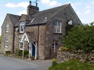 Holmescales Cottage with HOT TUB, Kendal