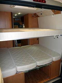 2 couchettes superposés à lattes confort 190x144 et 177x132 amovibles.