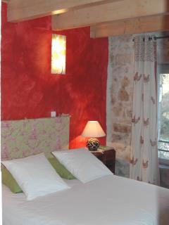 La chambre Lo Campèstre (lit 160x200 cm) idéale pour 2 personnes ; possibilité d'ajout lit d&#0