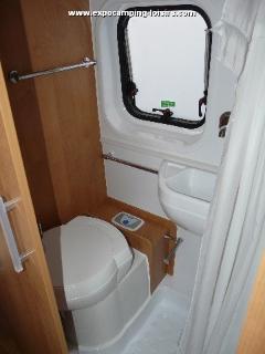 Coin toilettes , w.c. ,lavabo et douche