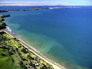 Auckland Long Bay Beach Home, Torbay
