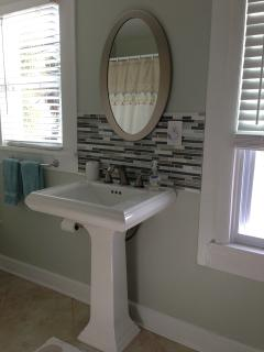 pedestal sink with glass tile