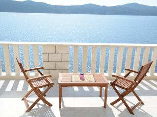Waterfront 2 Bedroom apartment, Slano