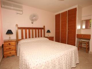 Palm Paradise Apartment, Paynes Bay
