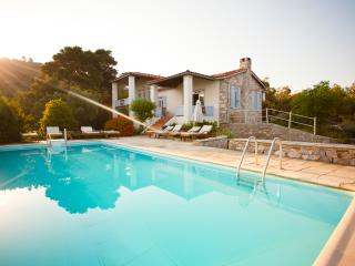 Villa Elia Skopelos, Città di Skopelos