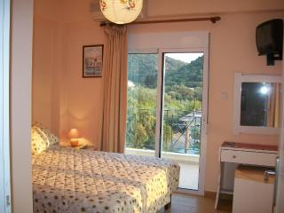 1ST Bedroom xx large  bed with views to !!!!