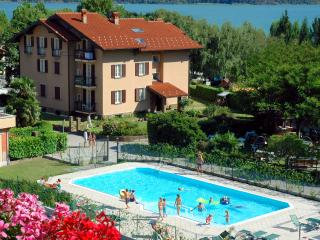VACATION RENTAL DIRECTLY AT THE BEACH ON LAKE COMO, Domaso