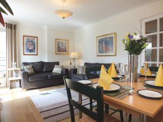 Parkgate Apartment  Holyrood  (parking)