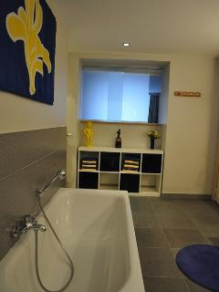 Salle de bain - Bathroom 1/2 - Home Frit' Home