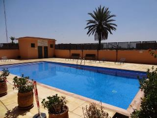 100 m2 private roof terrace with cold/hot jacuzzi, swimming pool