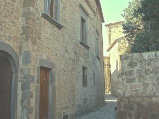 Palazzo Contino (XVIc.), in the heart of Civita